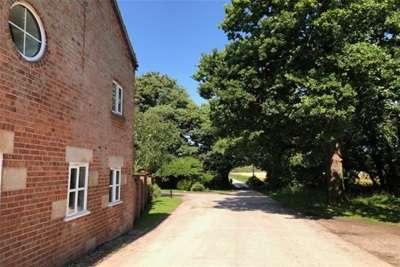 3 Bedrooms Property for rent in Primrose Cottage. Bank Hall Barnes, Bretherton