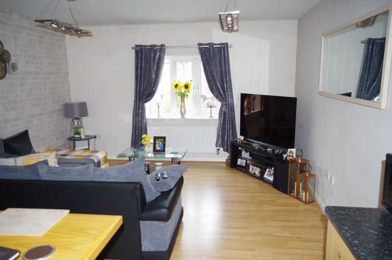 2 Bedrooms Flat for rent in Whitington Close, Bolton