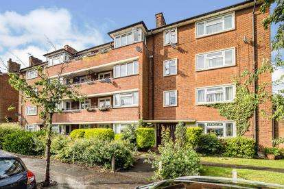 2 Bedrooms Flat for sale in Higham Road, Woodford Green