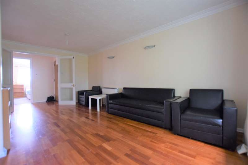 2 Bedrooms Flat for rent in Armstrong Close, Dagenham, RM8 1TF
