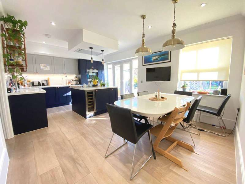 5 Bedrooms Detached House for sale in Southend Road, Billericay