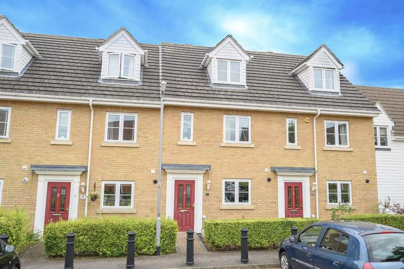 3 Bedrooms Town House for sale in Holly Close, Woodlands Park, Dunmow