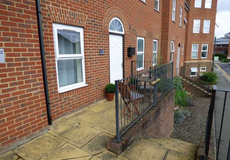 2 Bedrooms Apartment Flat for sale in East View Place, East Street, Reading