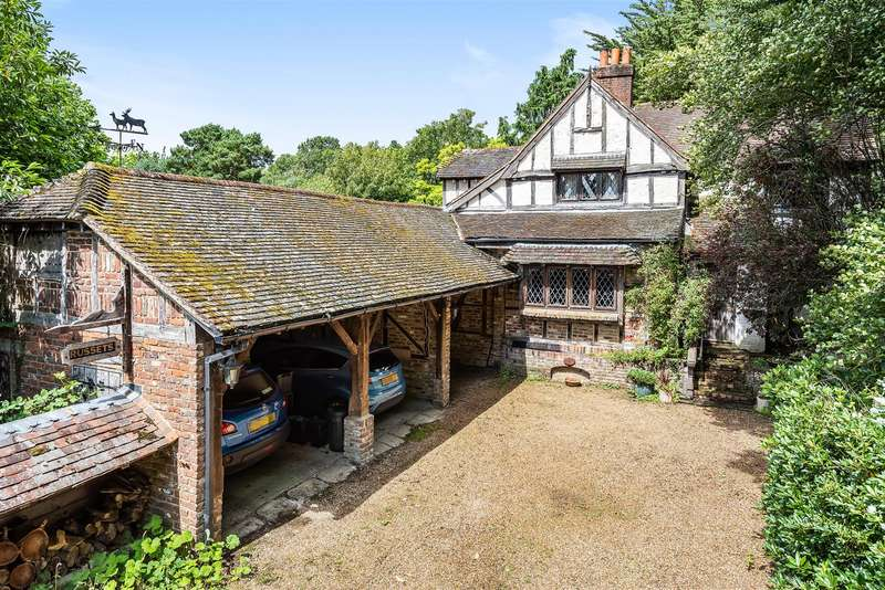 4 Bedrooms Detached House for sale in Dell Road, Finchampstead, Berkshire, RG40 3TB