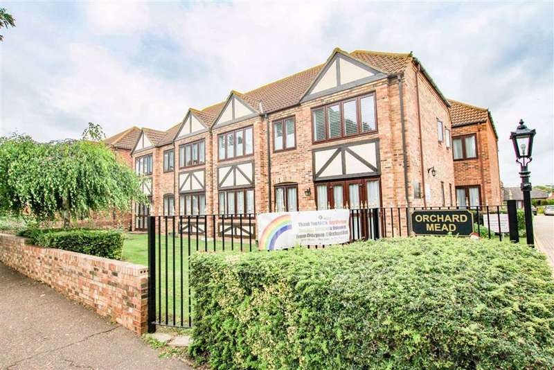 1 Bedroom Flat for sale in Orchard Mead, Leigh On Sea