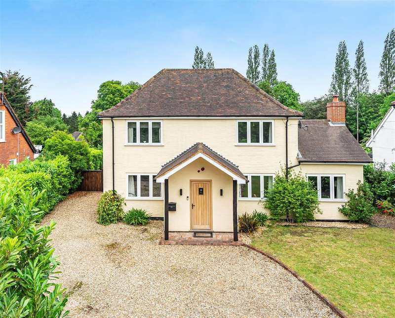 4 Bedrooms Detached House for sale in Church Road, Farley Hill, Berkshire, RG7 1TU