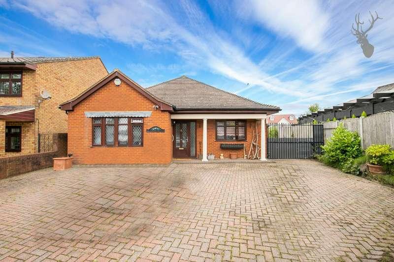 3 Bedrooms Bungalow for sale in Oak Hill Road, Stapleford Abbotts, Romford