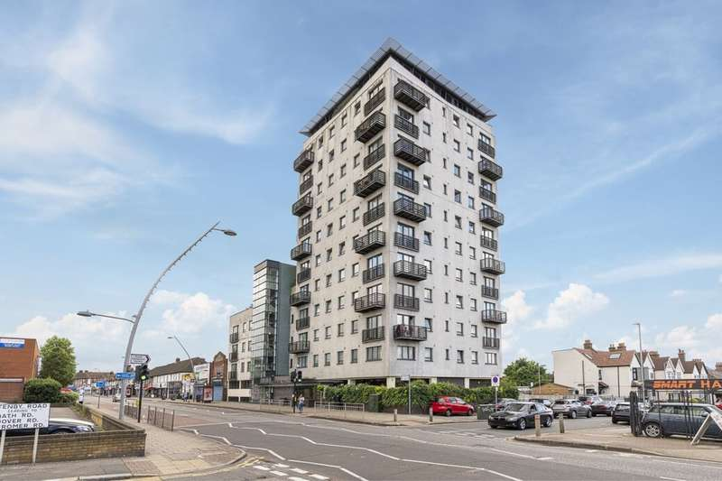 2 Bedrooms Flat for sale in High Road, Chadwell Heath, Romford, RM6