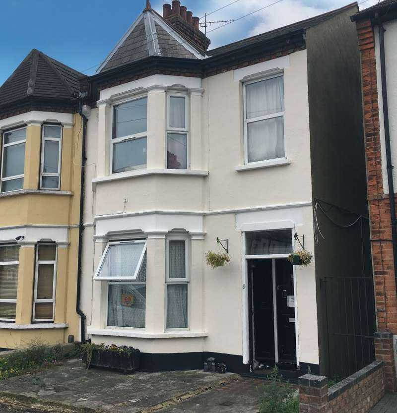3 Bedrooms End Of Terrace House for sale in 13 Glenmore Street, Southend-on-Sea, Essex, SS2 4NG