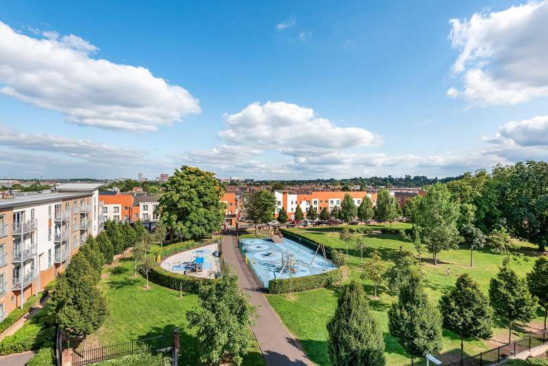2 Bedrooms Apartment Flat for sale in Battle Square, Reading, RG30