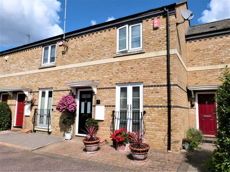 3 Bedrooms Terraced House for sale in Flagstaff Close, Waltham Abbey
