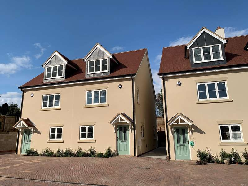 4 Bedrooms Semi Detached House for sale in Moat Place, Ampthill, Bedfordshire, MK45