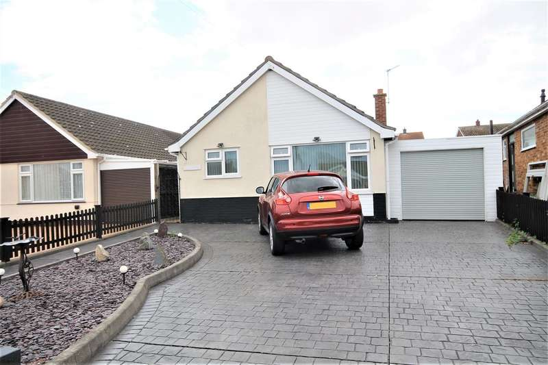 2 Bedrooms Bungalow for sale in Briarwood Avenue, Holland on Sea