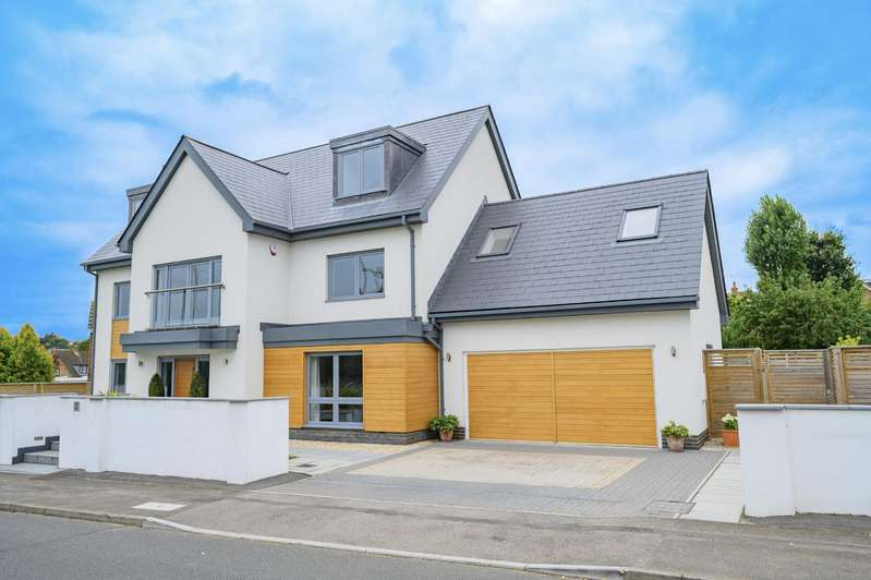 6 Bedrooms Detached House for sale in Riverside, Dunmow