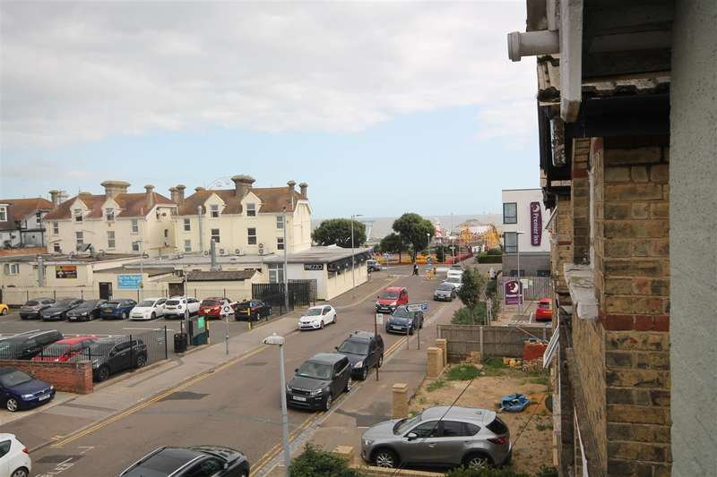 6 Bedrooms Semi Detached House for sale in Agate Road, Clacton on Sea