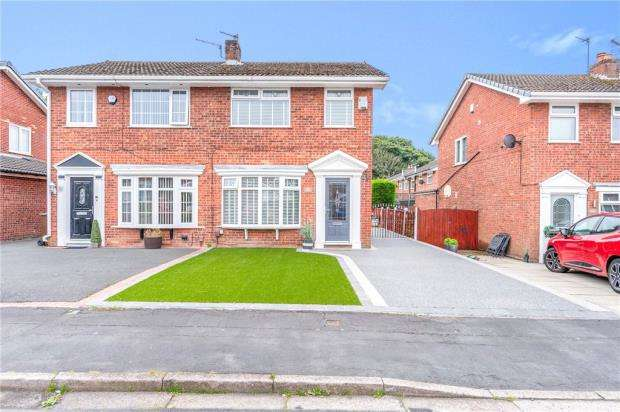 3 Bedrooms Semi Detached House for sale in Campion Grove, Ashton-in-Makerfield, Wigan