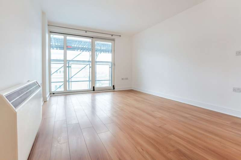 1 Bedroom Flat for sale in Eastern Avenue, Ilford, IG2