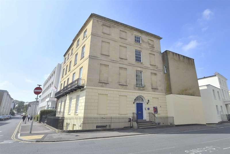 2 Bedrooms Flat for sale in Bath Street, Cheltenham, GL50