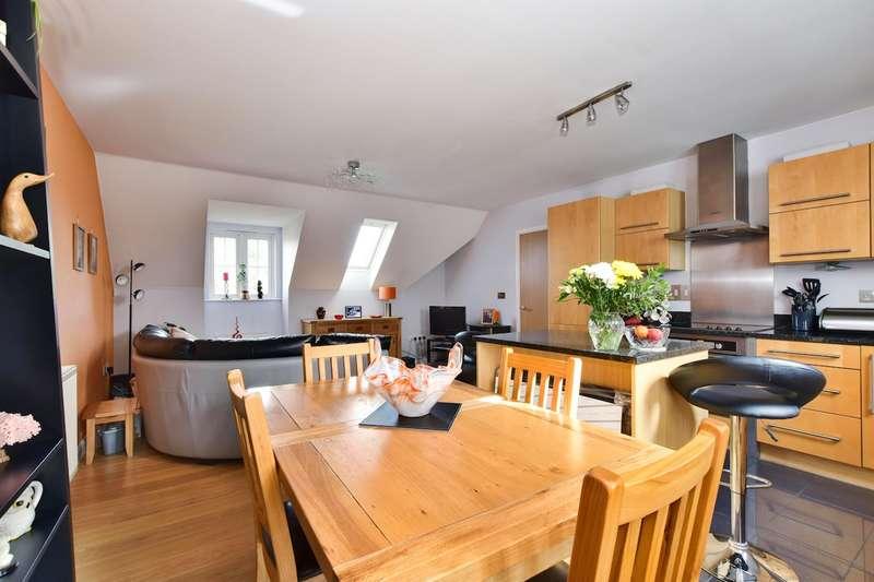 2 Bedrooms Apartment Flat for sale in Cranwells Lane, Farnham Common, SL2