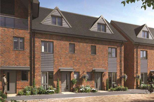 3 Bedrooms Terraced House for sale in Buckler's Park, Old Wokingham Road, Crowthorne
