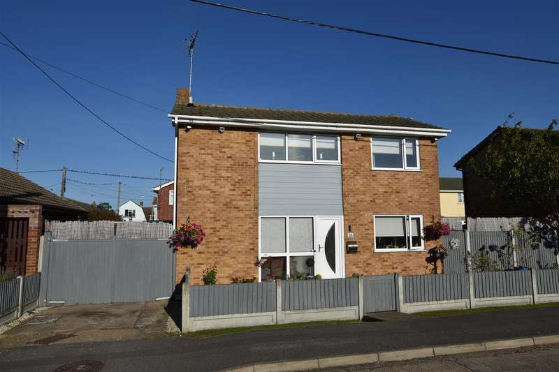 3 Bedrooms Detached House for sale in Marine Avenue, Canvey Island