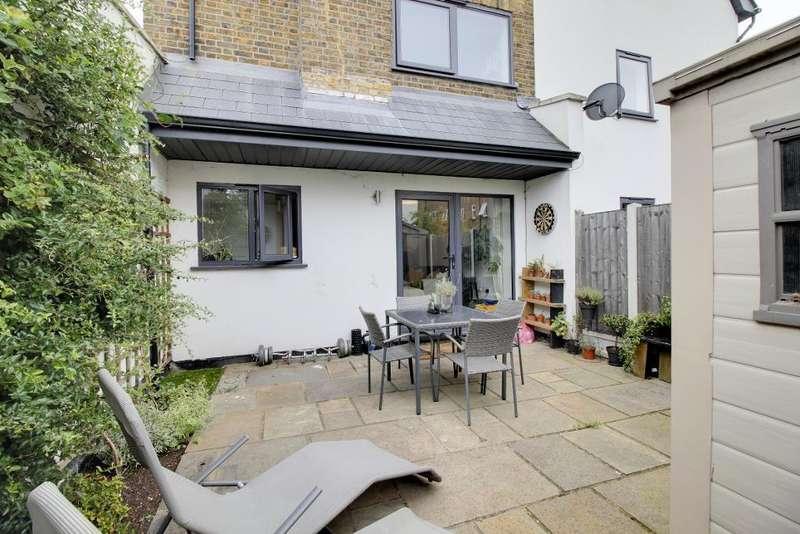 2 Bedrooms Maisonette Flat for sale in West Street, Southend on Sea, Essex, SS2 6AU