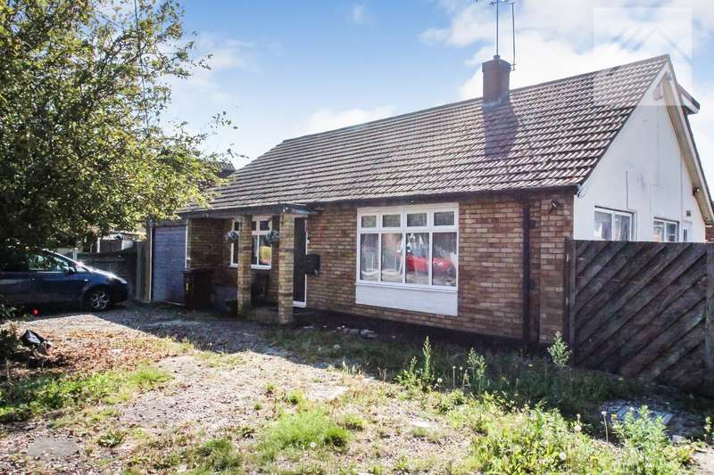 4 Bedrooms Detached House for sale in Waalwyk Drive, Canvey Island