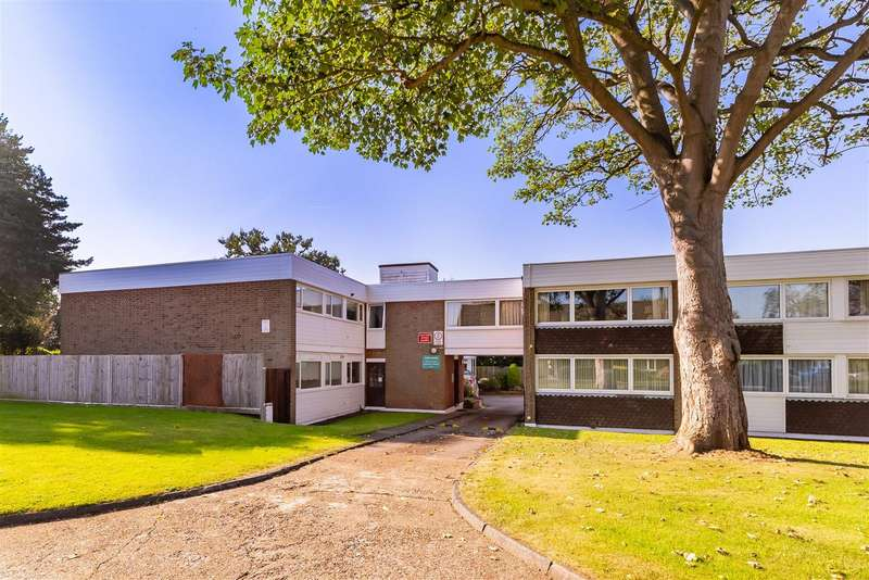2 Bedrooms Flat for sale in Tidys Lane, Epping