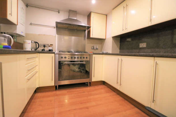 2 Bedrooms Terraced House for rent in Woodlands Road Woodlands Road, Ilford, IG1