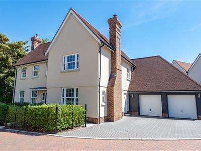5 Bedrooms Detached House for sale in Seymour House, Old Mill Close, Aythorpe Roding