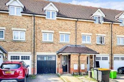 3 Bedrooms Terraced House for sale in Watling Gardens, Dunstable, Bedfordshire