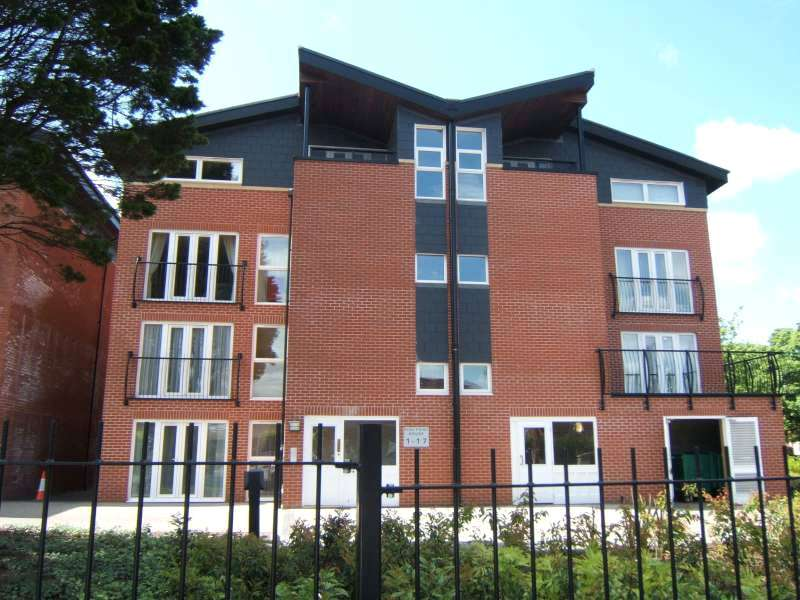 2 Bedrooms Flat for sale in Lodge Road, Bristol, BS15