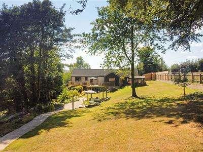 4 Bedrooms Detached Bungalow for sale in Ash Lane, Randwick, Stroud