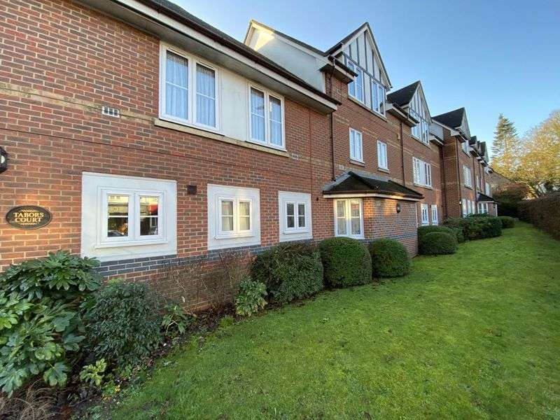 2 Bedrooms Property for rent in Tabors Court, Shenfield