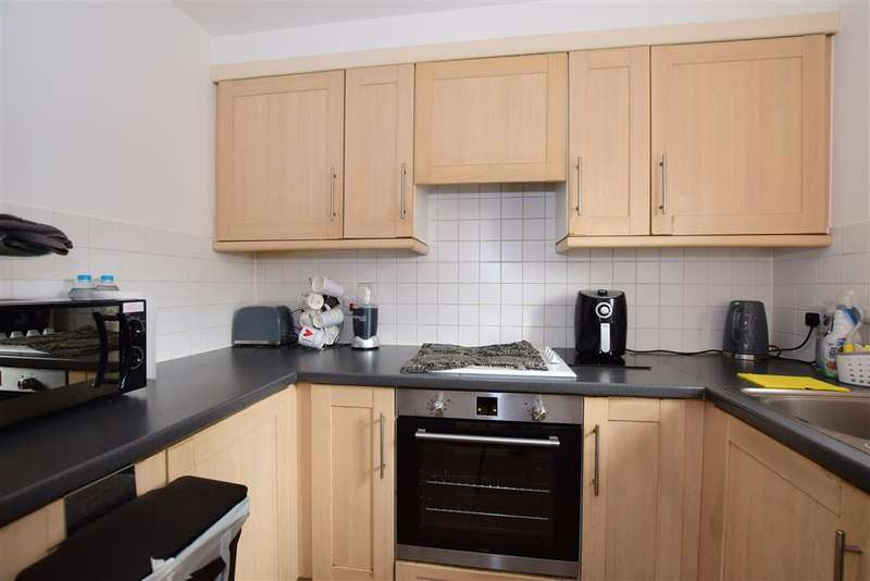 2 Bedrooms Flat for sale in Glandford Way, , Chadwell Heath, Essex