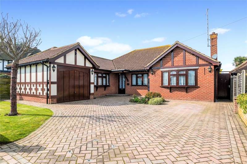 3 Bedrooms Detached Bungalow for sale in Branscombe Gardens, Thorpe Bay, SS1