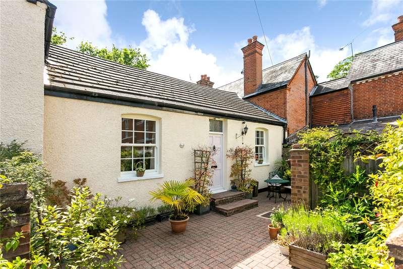 2 Bedrooms Terraced House for sale in Pembroke Mews, Sunningdale, Ascot, Berkshire, SL5