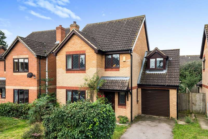 4 Bedrooms Detached House for sale in Astwood Drive, Flitwick, MK45