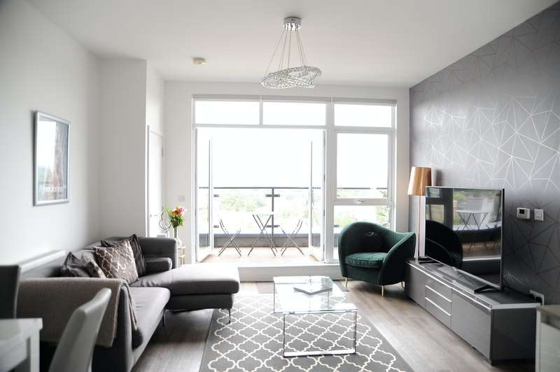 2 Bedrooms Flat for sale in Gubbins Lane, Harold Wood , Romford, Essex, RM3