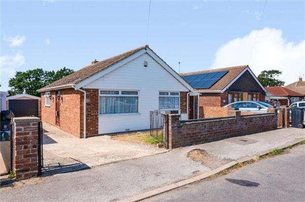 2 Bedrooms Detached Bungalow for sale in Spenser Way, Jaywick, Clacton-on-Sea