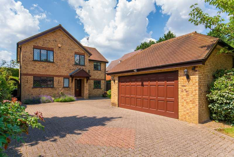 5 Bedrooms Detached House for sale in Collum Green Road, Farnham Common, Buckinghamshire