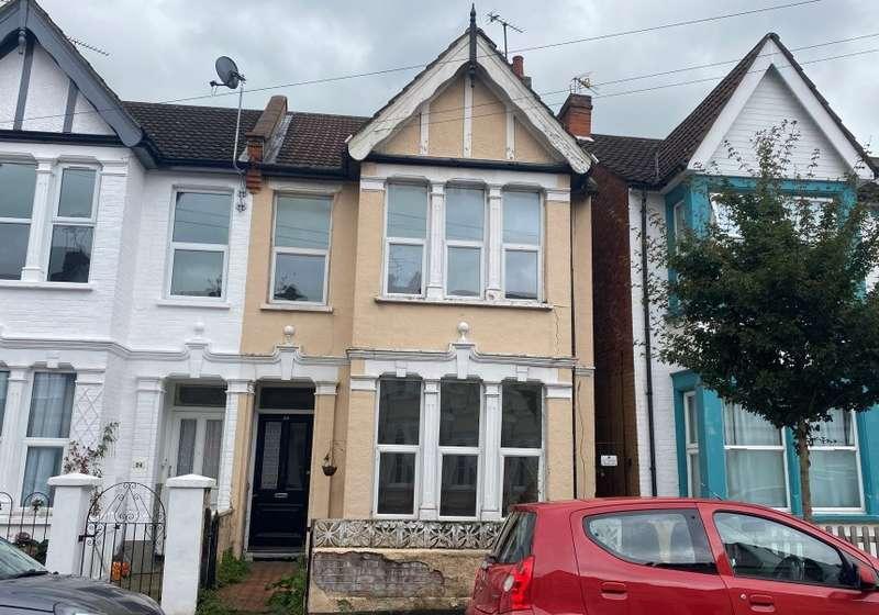 5 Bedrooms Terraced House for sale in 54 Burdett Avenue, Westcliff-on-Sea, Essex, SS0 7JW