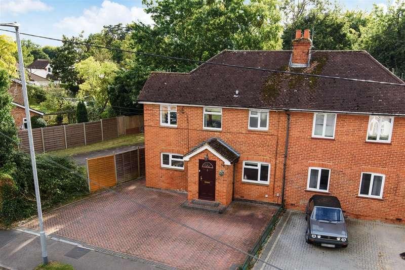 3 Bedrooms Semi Detached House for sale in Woosehill Lane, Wokingham, Berkshire, RG41 2TS