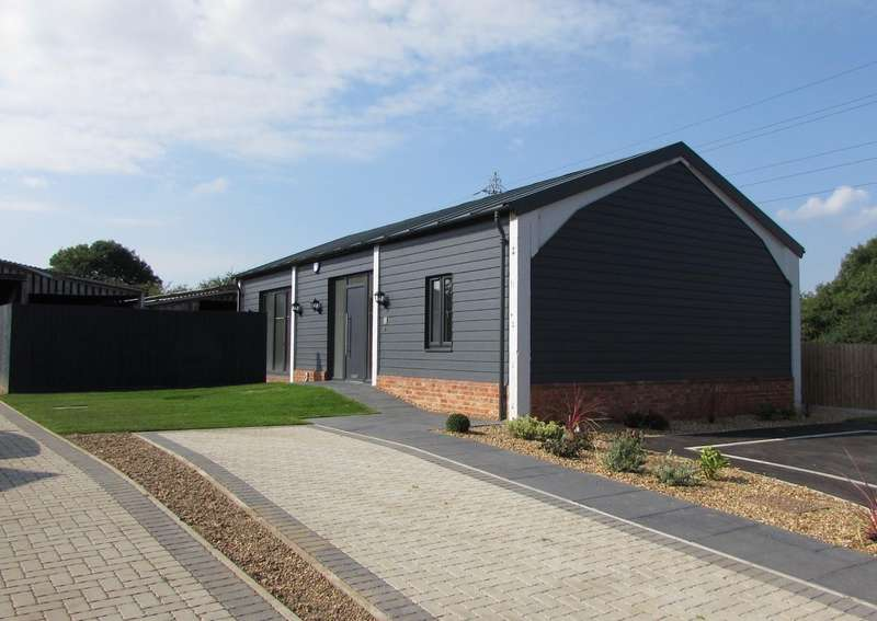 2 Bedrooms Detached Bungalow for sale in Bull Farm, Watling Street, Hockliffe