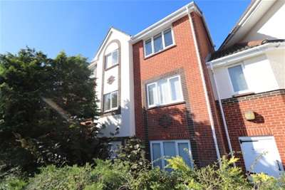 2 Bedrooms Flat for rent in CENTRAL BRENTWOOD
