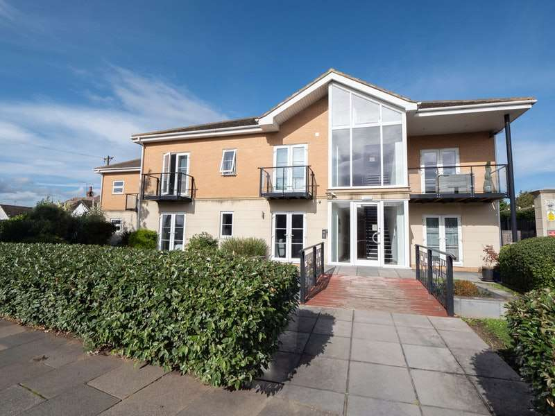 2 Bedrooms Flat for sale in Rayleigh Road, Leigh-on-Sea, Essex, SS9