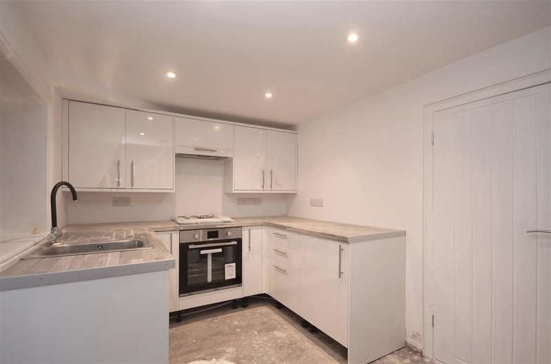 2 Bedrooms Terraced House for sale in St Johns Road, Great Clacton