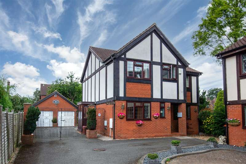 4 Bedrooms Detached House for sale in Staines Lodge, Staines Square, Dunstable