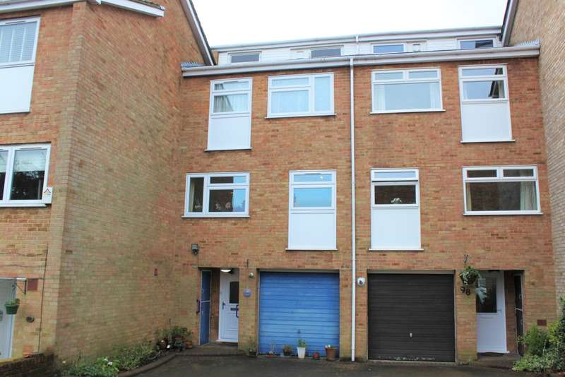 3 Bedrooms Flat for rent in Glengal Road, Woodford Green