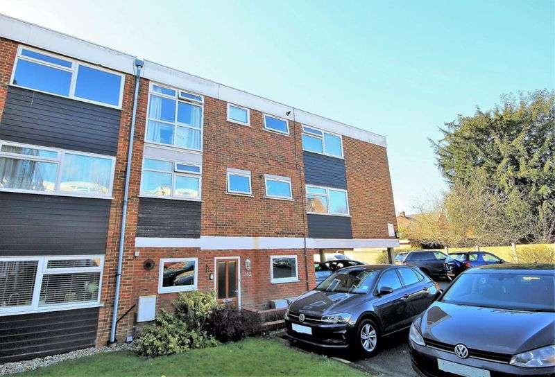 2 Bedrooms Property for sale in Ardleigh Court, Shenfield, Brentwood